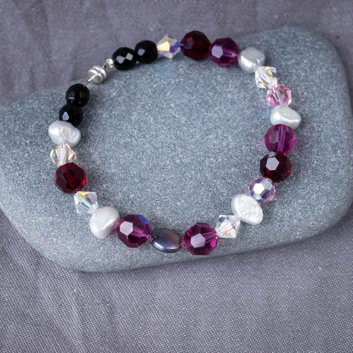 Workshop Schmuck Aufgezogen Perlen aufziehen Inividuell Individualschmuck Armband